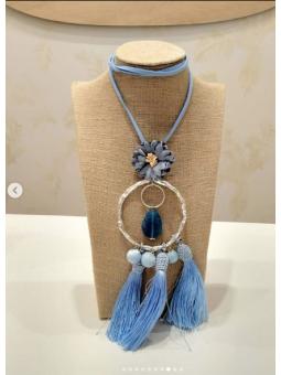 Collar tonos azules pompones