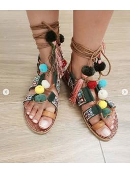 Sandalia pompones étnicos...