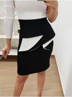 Falda negra capote volante
