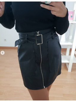 Falda negra cremallera...