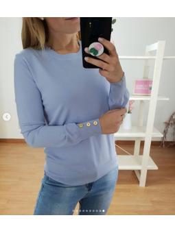 Suéter liso lila botones...