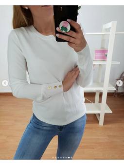 Suéter liso blanco botones...