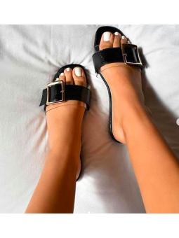 Sandalia negra hebilla...