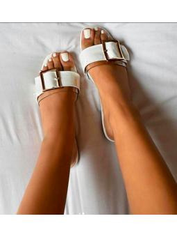 Sandalia blanca hebilla...