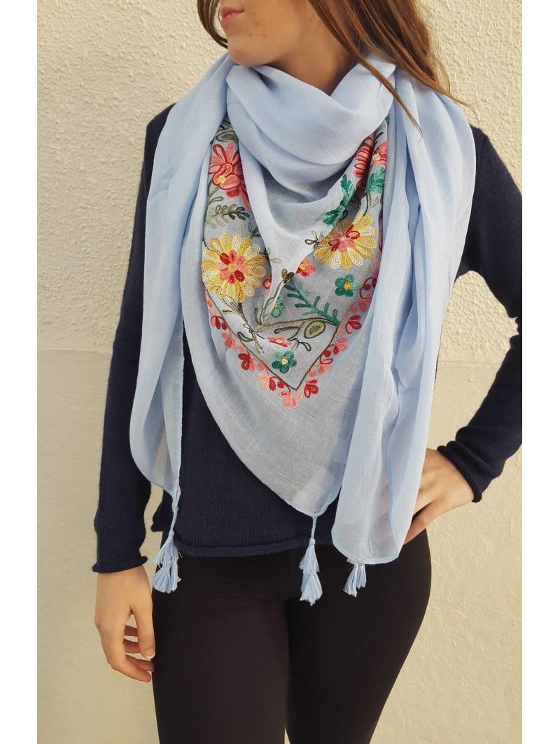 Maxi pañuelo azul bordado flores
