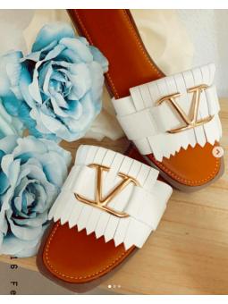 Sandalia blanca flecos...