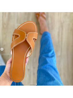 Sandalia marrón plana...