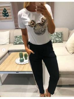 Camiseta Mickey serpiente // Pantalón negro franja serpiente