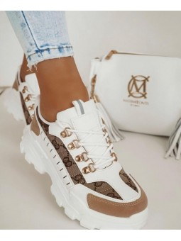 Zapatilla deportiva blanca...