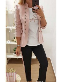 Chaqueta militar rosa botones // Camiseta corazón bordado // Pantalón negro rayas