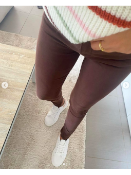 Pantalones marrón chocolate...