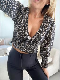 Blusa Leticia fondo negro...