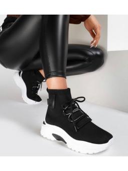 Zapatilla cordones negra...
