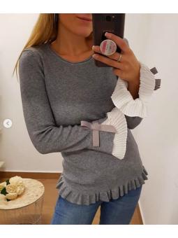 Suéter gris mangas plisadas