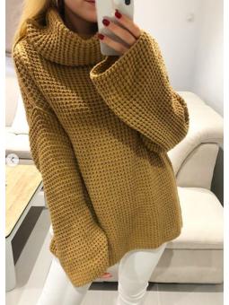 Suéter camel cuello alto
