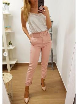 Pantalón rosa cinturón...