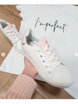 Zapatillas rosas detalle rosa