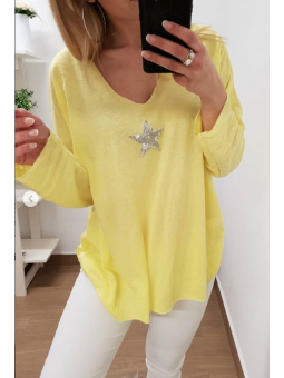 Suéter amarillo estrella...