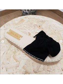 Sandalia negra lazo