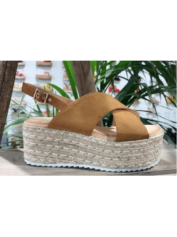 Sandalias marrones cruzadas