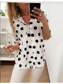Camisa blanca lunares negros